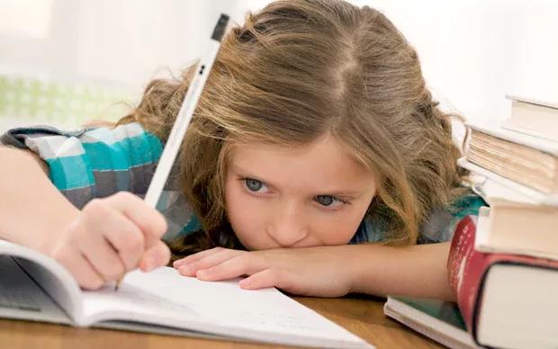 خستگی دانش آموزان در نوشتن تکالیف
